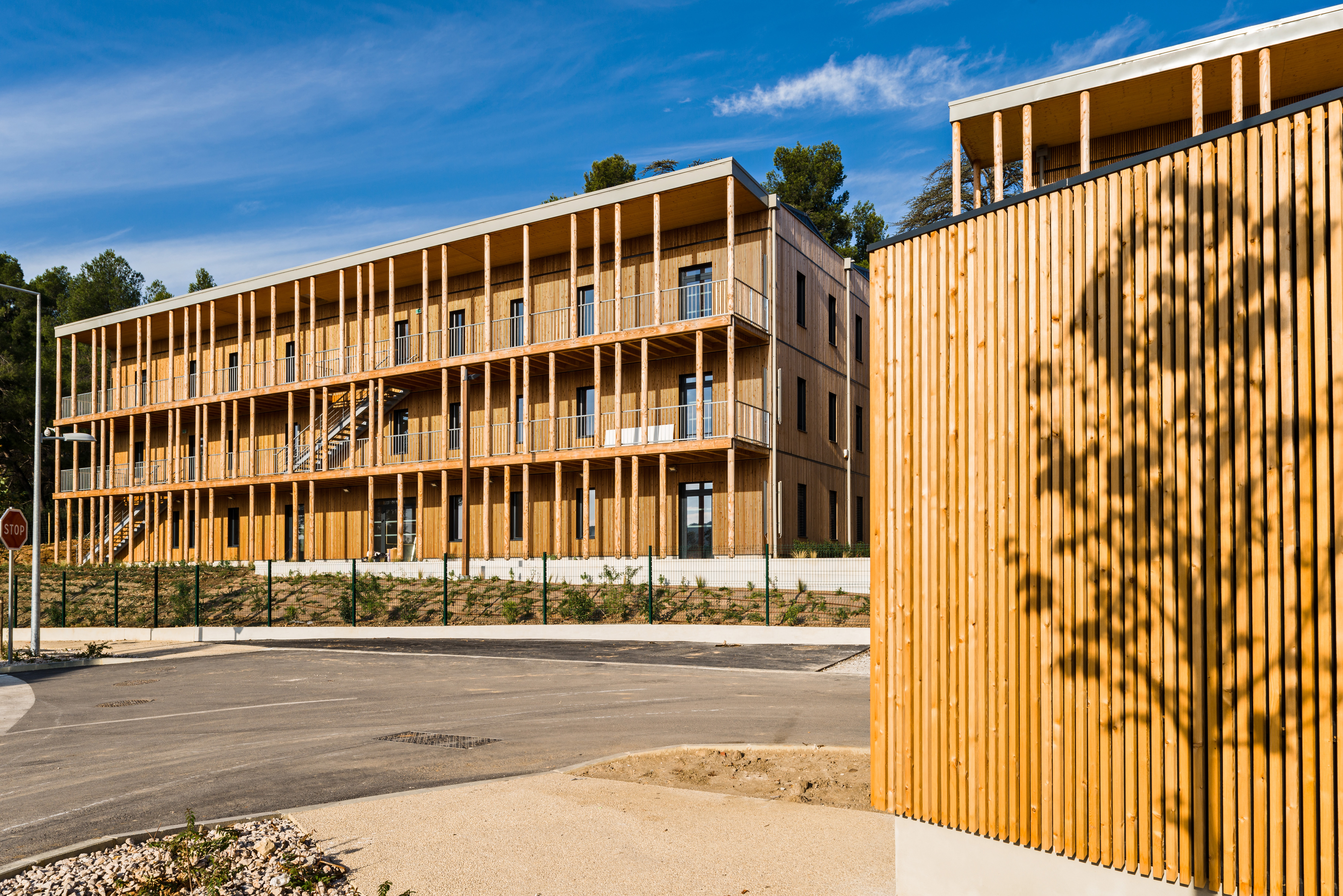 Ywood l 39 ensoleill e aix en provence 13 nexity for Architecte batiment de france